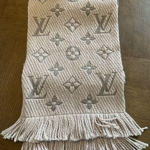 NEVER WORN Louis Vuitton Logomania Scarf